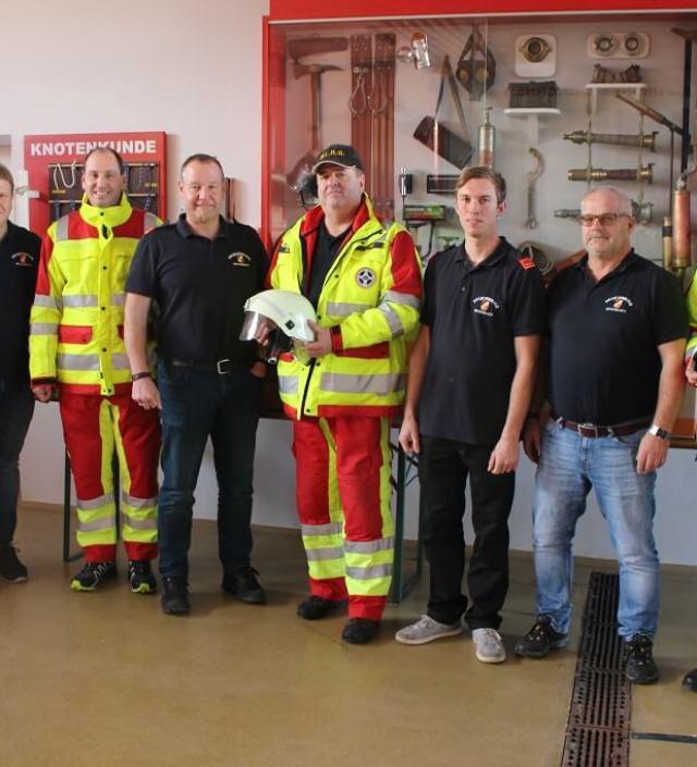 FF Miesenbach – Alte Helme gespendet