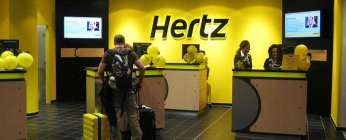 Auch an der neu gestalteten Station am Münchener Flughafen setzt Hertz auf Ökostrom