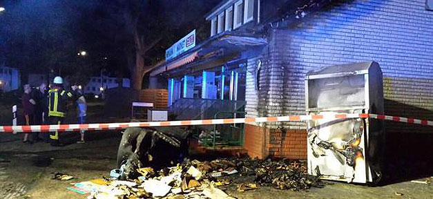 Brand an einem Moscheegebäude. Bild: MiGAZIN
