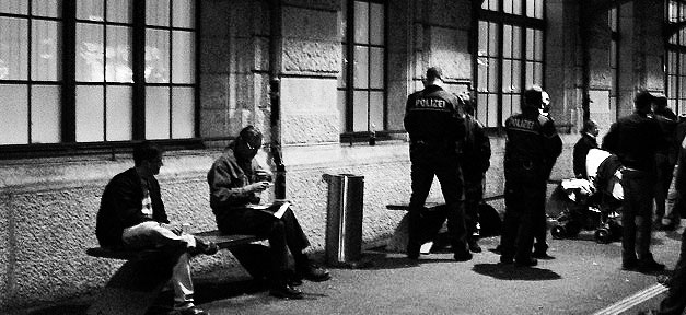 Polizeikontrolle (Symbolfoto) © pppspics @ flickr.com (CC 2.0), bearb. MiG