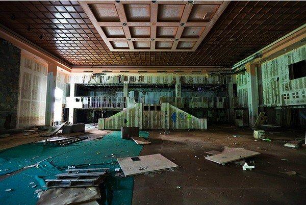 Dirty Dancing, abbandonato l'hotel del film (foto sala da ballo)