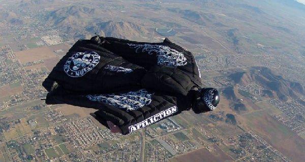 L'uomo che vola senza paracadute