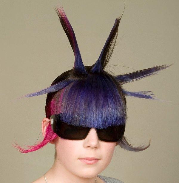 Colore capelli: strane colorazioni e tagli