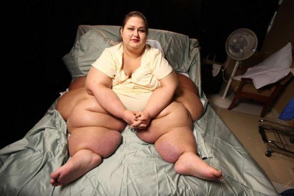 La donna piu grassa del mondo - Mayra Rosales sul letto prima della dieta