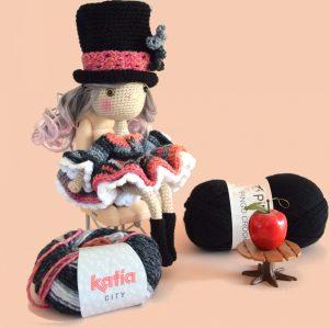 Elina look gothique vampire victorienne - Jolie poupée au crochet - Poupée décorative collection - Designer MignonCrochet 1
