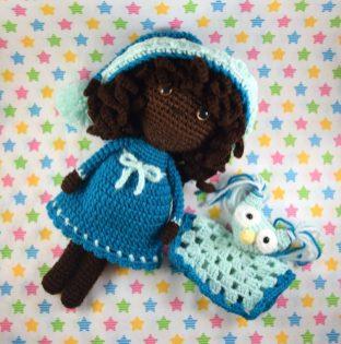 Poupée noire au crochet et son doudou chouette - black doll and owl lovey - Manuska 10