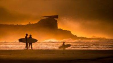 surf 2363367 12801 compressed 300x167 - ¡El arte de surfear por la vida!