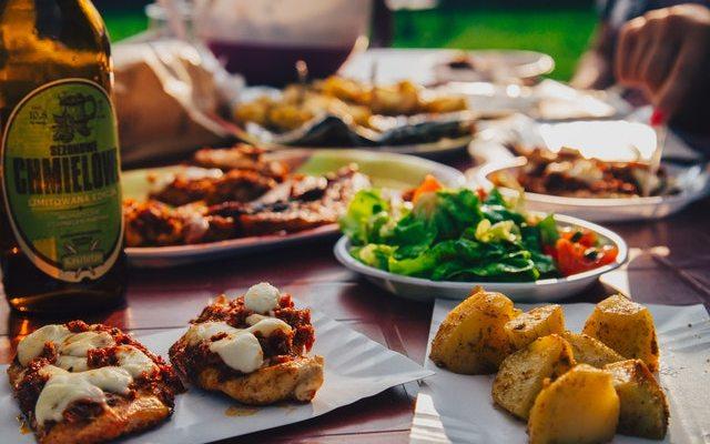food eating potatoes beer 8313 - Atracones y excesos