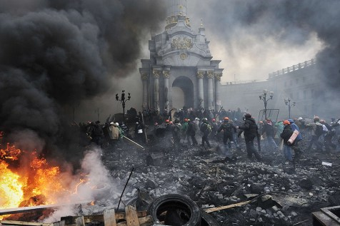 Ukrainian protesters advance toward new positions in Kiev as a truce broke down and clashes with police renewed.