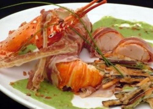 Medallones de langosta con tempura de verduras