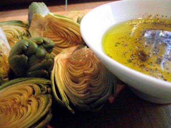 alcachofas asadas con salsa de vino