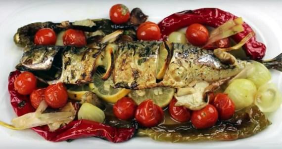 Caballa al horno con verduras (Cocina Española)