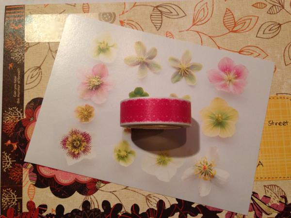 Mailart-kuoren sisällä on kortti ja rulla washiteippiä.
