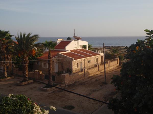 Hotellilta otettu kuva merelle päin.