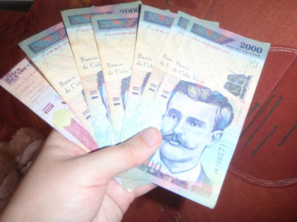 Yhtenä päivänä olin rikas! Nostin pankkiautomaatista 15000 rahaa! :D