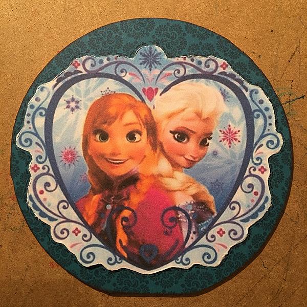 Ja tämä meni Frozen-fanille, kummitytölleni Nealle 7v-kortiksi.