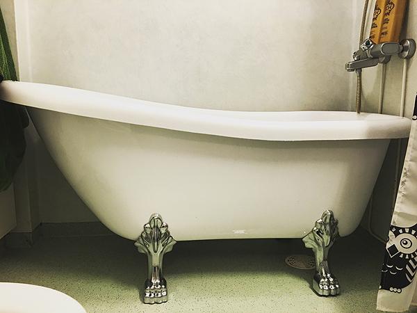 Jottei aivan kuvattomaksi jää tämä tarinointi, tässä on se ihana kylpyamme. :)