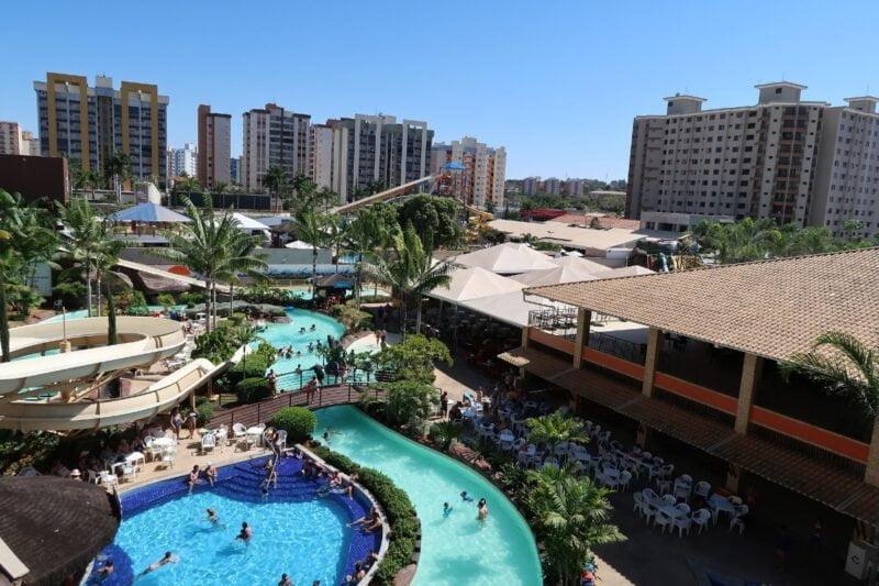 Foto van een hotel met zwembaden en glijbanen in Caldas Novas Brazilië