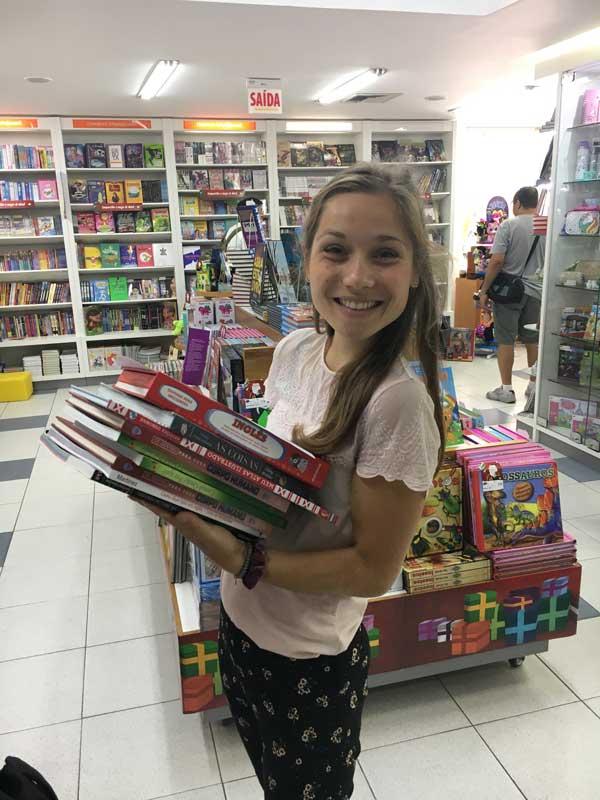 Mijnbrazilie-Brazilië-Vrijwilligerswerk-in-Brazilië-Puck-Colen-Materialen-kopen-voor-de-kinderen