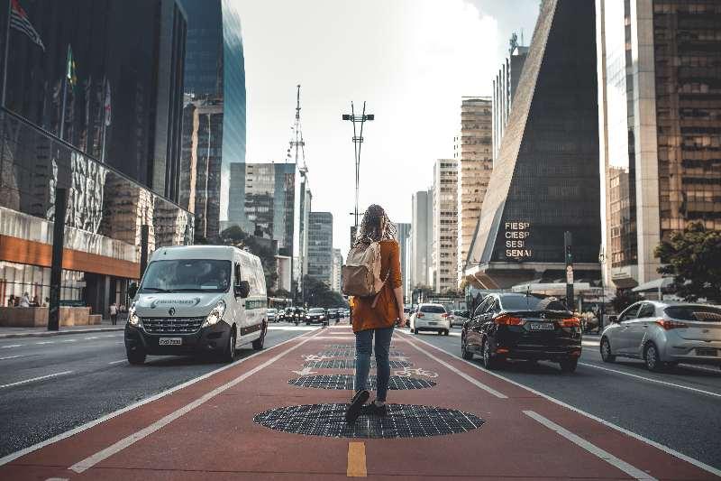 São Paulo-Avenida Paulista-Lopen langs de Avenida Paulista in São Paulo
