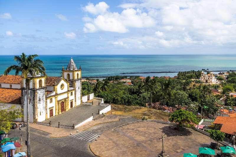 Luchtfoto van de skyline van Olinda en Recife vanaf de Caixa d'Água