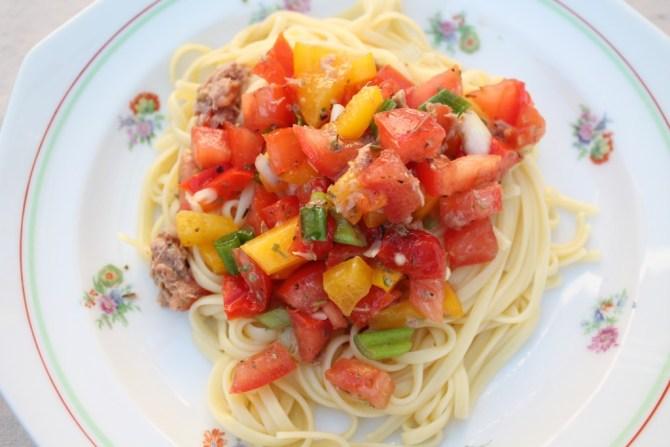 spaghetti met rauwe groenten