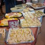 Lekkere hapjes voor een verjaardagsfeest in het Dorpshuis in Hekelingen