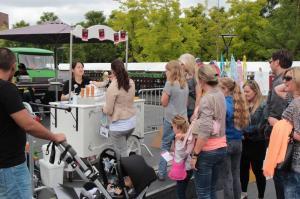 swan market vrijwilligerswerk met ijscokar in roterdam