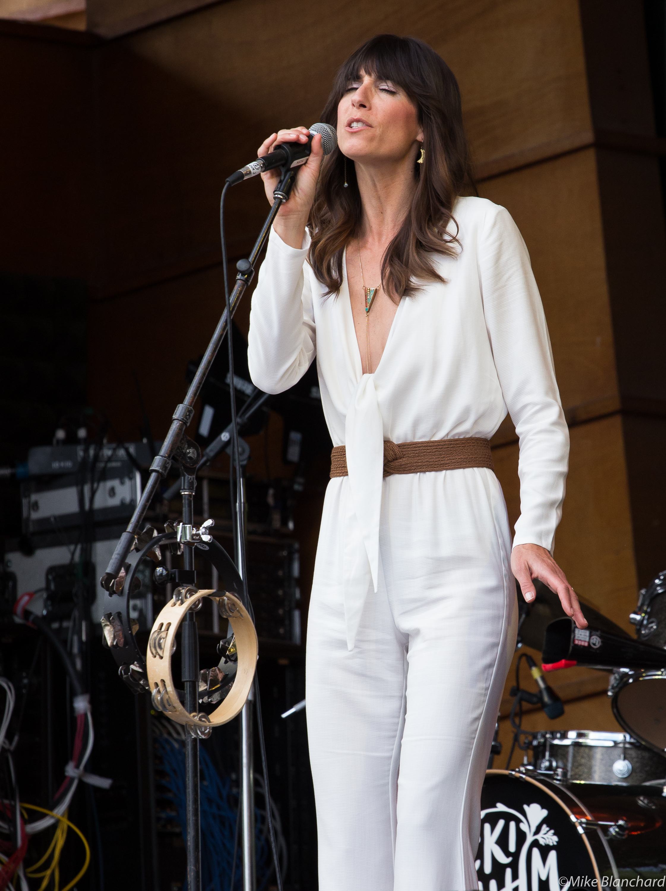 Nicki Bluhm in the groove at the 2015 Folks Fest