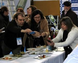 Blogueros gastronómicos asistiendo al show cooking de TweetsAOVE 2015