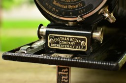 The two silver round grips behind this plaque are what you use to pull the lens and shutter assembly from the body.