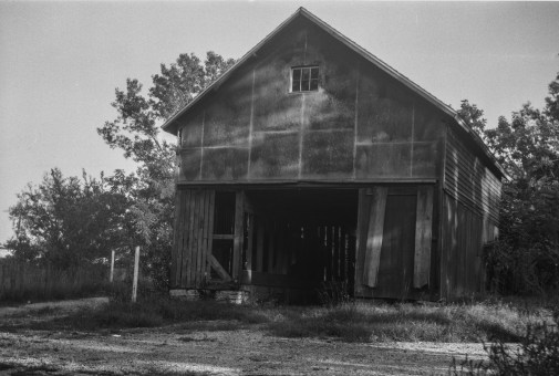 The only other 6x9 shot on the roll is very sharp and renders the barn with clarity not seen in the 6x4.5 images.
