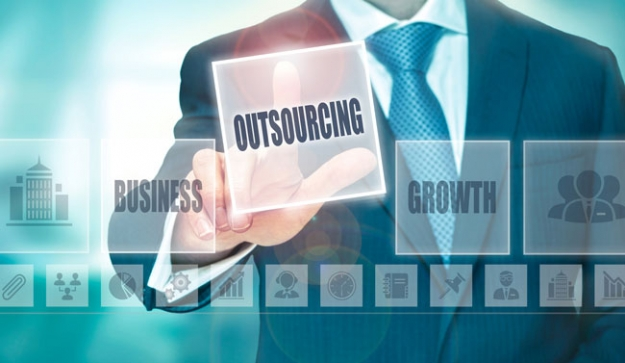 8 Big Reasons Why Small Businesses Should Outsource IT Services