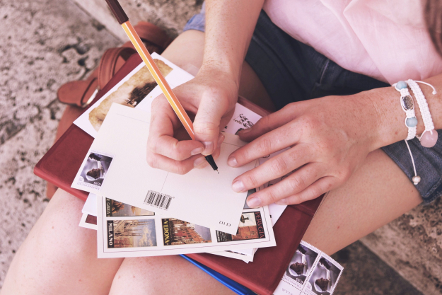 What Are the Major Advantages of Direct Mail Postcards