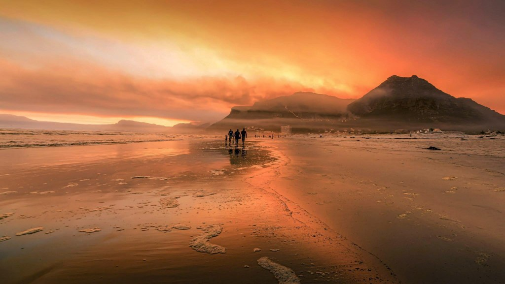 The Muizenberg Fire 2015 © Samir Abdul