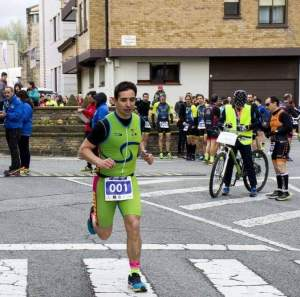 Iñaki Hernández, finalizando un triatlón