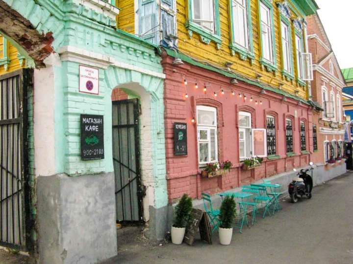 The outside of Cafe Vegan Day, Kazan - right on the edge of 'Old Tartarstan'.