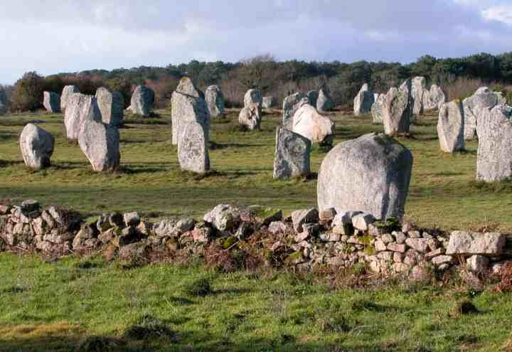 Rows of standing stones at Carnac- artificial songlines.