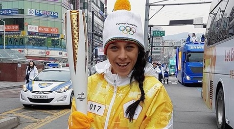 joanna-jedrzejczyk-carries-olympic-torch