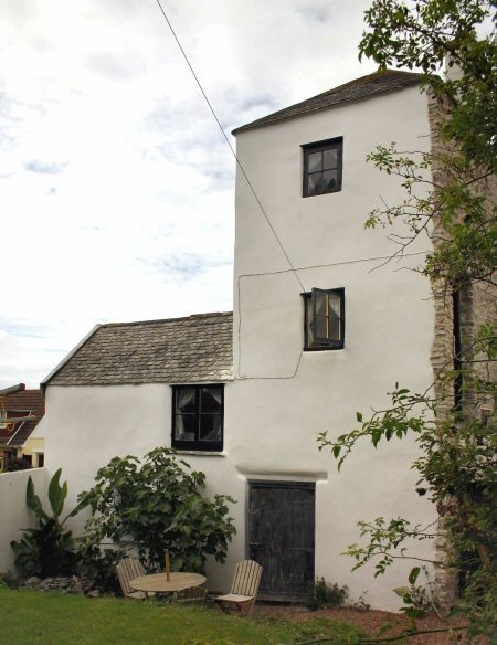 North Devon Stone house rerendered in lime putty mortar by Mike Wye & Associates ltd
