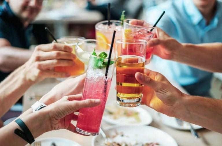 Idade legal para consumir bebida alcoólica no Canadá