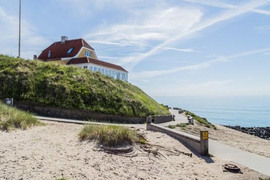 Villa Vest set fra Stranden - Mikkels Madblog