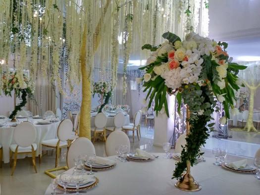 floral-garlads-table-centerpiece