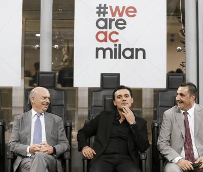 Marco Fassone, Vincenzo Montella e Massimiliano Mirabelli seduti sulle panchine di San Siro