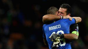 Il commosso abbraccio tra Gigi Buffon e Leonardo Bonucci dopo Italia-Svezia