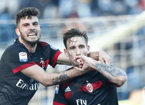 Patrick Cutrone abbraccia Lucas Biglia dopo il gol dell'argentino in SPAL-Milan