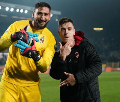 Gigio Donnarumma e Krzysztof Piatek festeggiano Atalanta-Milan 1-3