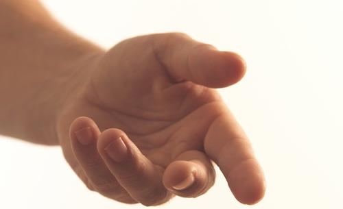 dare-una-mano