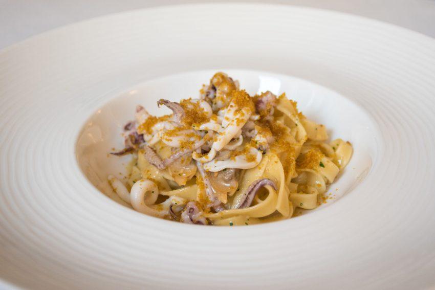 Le linguine risottate alla Francesco con scampi, calamari, cozze, vongole