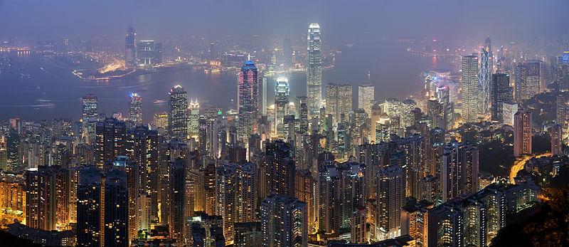 Lo skyline di Hong Kong illuminato